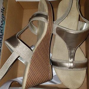 Avenue sandals wedge sz 10 wide